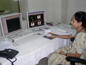 A radiodolgist is looking at an MRI scan of the brain